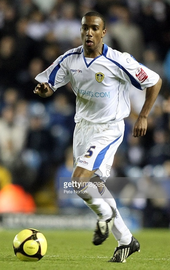 Leeds-United-2008-09-macron-home-kit.jpg