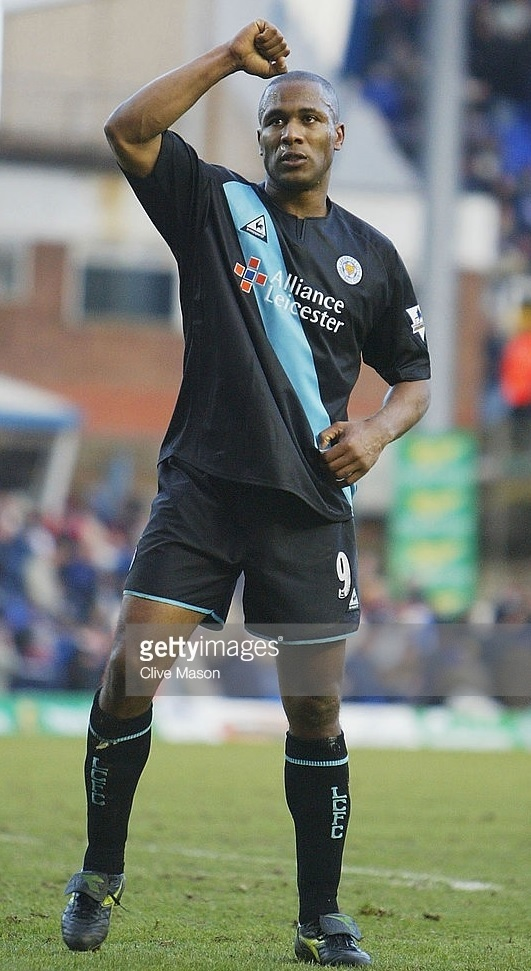 Leicester-City-03-04-Le-coq-away-kit.jpg