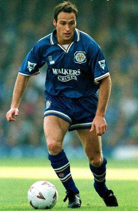 Leicester-City-94-95-Fox-Leisure-home-kit.jpg