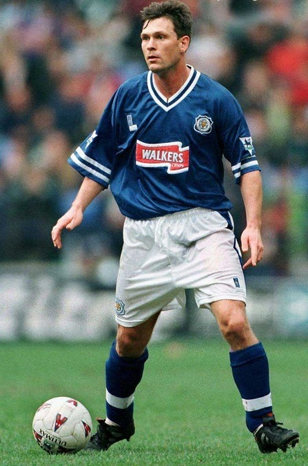 Leicester-City-97-98-Fox-Leisure-home-kit.jpg