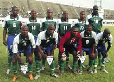 Lesotho-05-06-uhlsport-green-blue-green-line-up.JPG