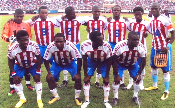 Liberia-10-11-adidas-home-kit-stripe-blue-white-line-up.JPG