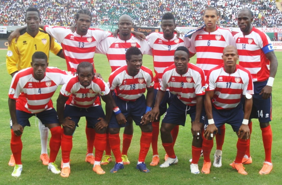 Liberia-12-errea-home-kit-stripe-navy-red-line-up.jpg
