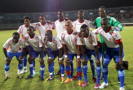 Liberia-12-unknown-away-kit-white-blue-blue-line-up.JPG