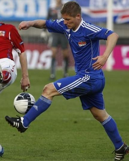 Liechtenstein-10-11-adidas-home-kit-blue-blue-blue.JPG