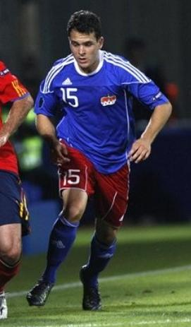 Liechtenstein-10-11-adidas-home-kit-blue-red-blue.JPG