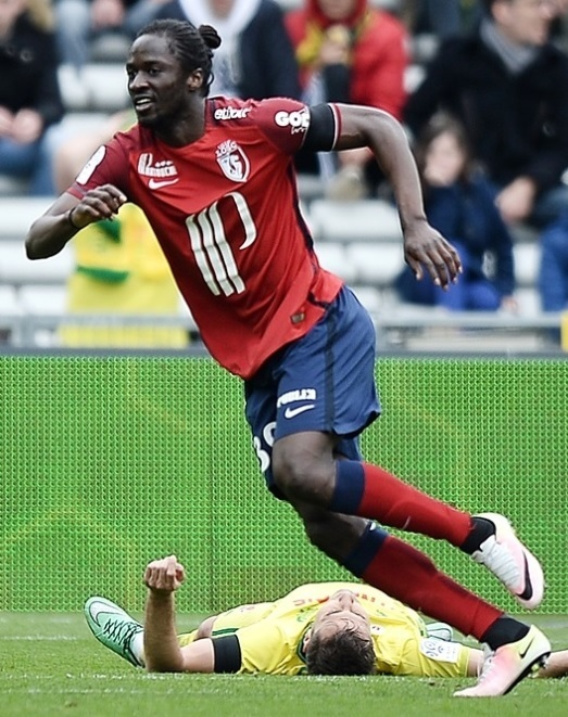 Lille-15-16-NIKE-home-kit-Eder.jpg