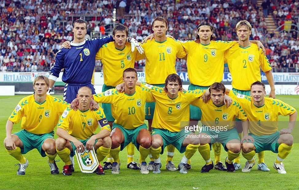 Lithuania-2004-05-hummel-home-kit-yellow-green-yellow-line-up.jpg