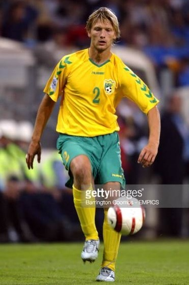 Lithuania-2004-05-hummel-home-kit-yellow-green-yellow.jpg