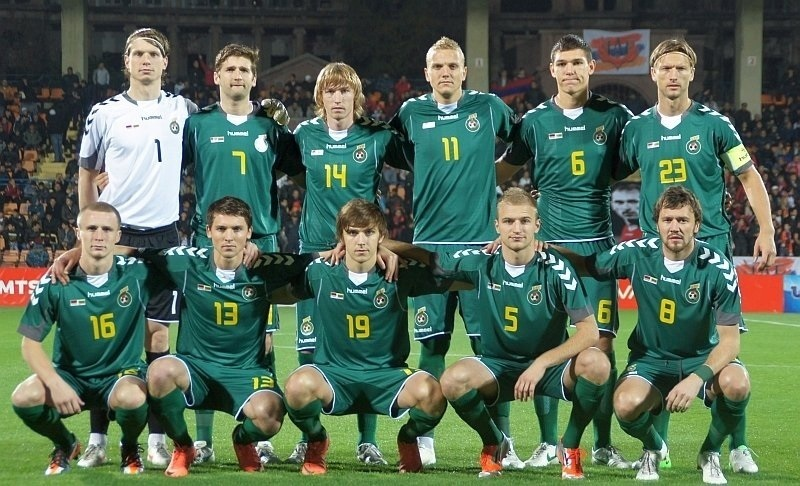 Lithuania-2010-11-hummel-away-kit-green-green-green-line-up.jpg