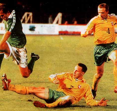 Lithuania-96-97-DIADORA-uniform-yellow-green-yellow.JPG