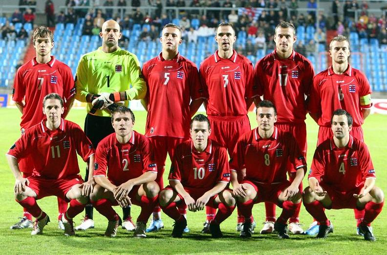 Luxembourg-10-11-JAKO-home-kit-red-red-red-pose.JPG