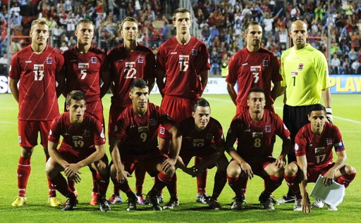 Luxembourg-12-13-JAKO-home-kit-red-red-red-line-up.jpg