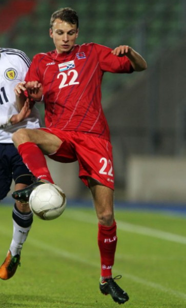Luxembourg-12-13-JAKO-home-kit-red-red-red.jpg