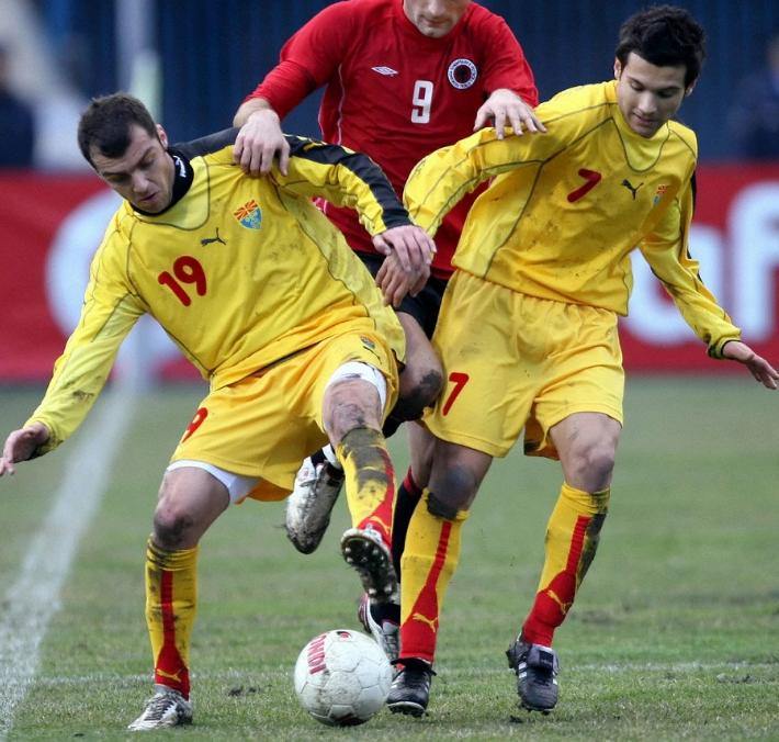 Macedonia-06-07-PUMA-away-kit-yellow-yellow-yellow.JPG