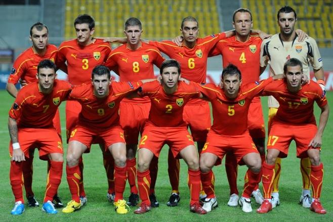 Macedonia-10-11-PUMA-home-kit-red-red-red-pose.JPG