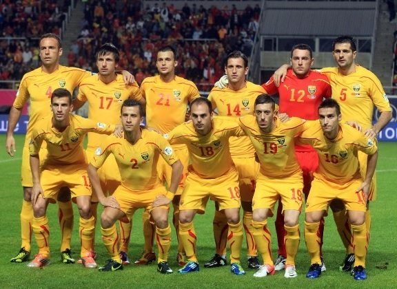 Macedonia-2010-11-PUMA-away-kit-yellow-yellow-yellow-line-up.jpg