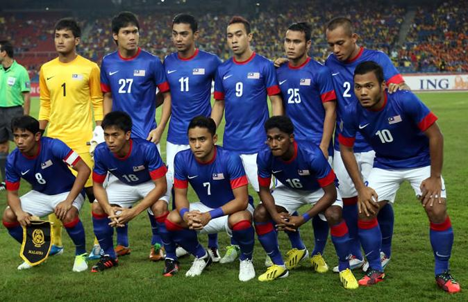 Malaysia-12-13-NIKE-away-kit-blue-white-blue-line up.JPG