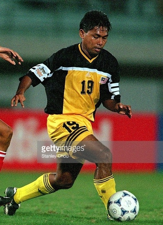 Malaysia-2000-adidas-home-kit-black-yellow-yellow.jpg
