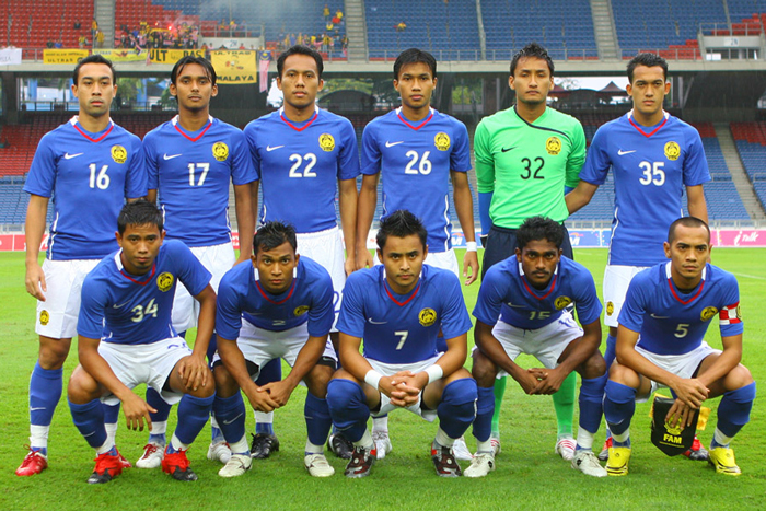 Malaysia-2008-09-NIKE-away-kit-blue-white-blue-starting-eleven.jpg