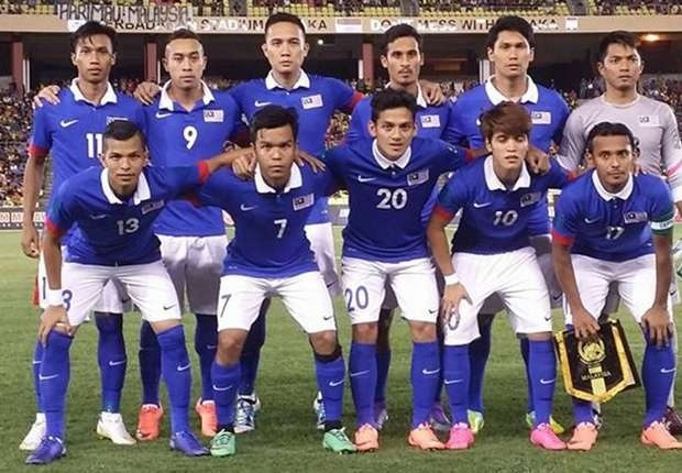 Malaysia-2014-15-NIKE-away-kit-blue-white-blue-line-up.jpg