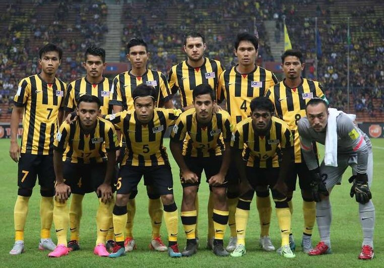 Malaysia-2014-15-NIKE-home-kit-stripe-black-yellow-starting-eleven.jpg