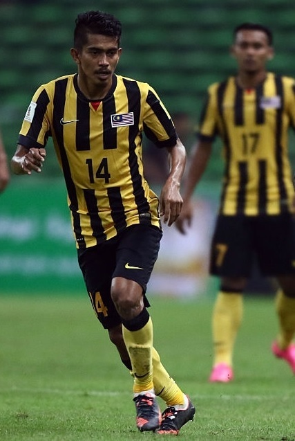Malaysia-2014-15-NIKE-home-kit-stripe-black-yellow.jpg