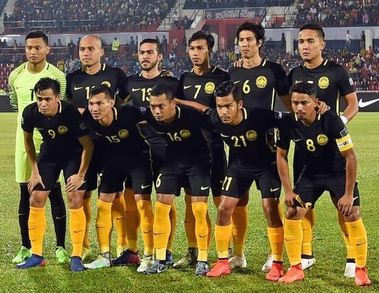 Malaysia-2016-17-NIKE-home-kit-black-black-yellow-line-up.jpg