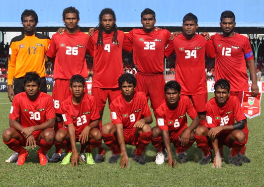 Maldives-09-unknown-home-kit-red-red-red-pose.JPG