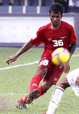 Maldives-09-unknown-home-kit-red-red-red.JPG