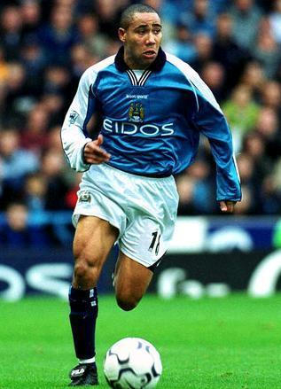 Manchester-City-00-01-Le-coq-home-kit.JPG