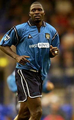 Manchester-City-02-03-home-kit-Mark-Vivien-Foe.JPG