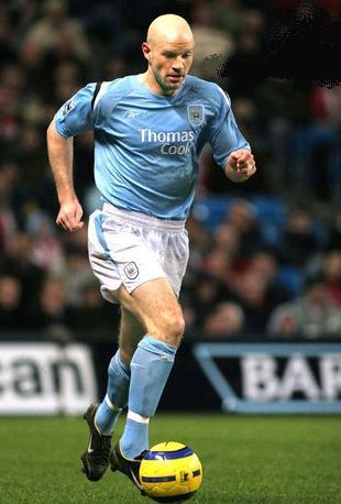 Manchester-City-04-05-Reebok-home-kit.JPG