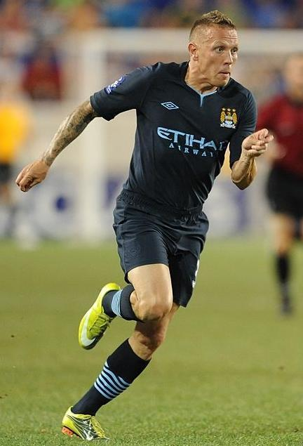Manchester-City-10-11-UMBRO-second-kit-navy-navy-navy-Craig-Bellamy.jpg
