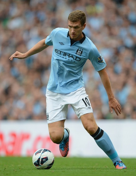 Manchester-City-12-13-UMBRO-first-light blue-white-light blue.jpg