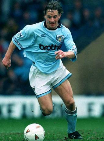 Manchester-City-93-94-UMBRO-home-kit.JPG