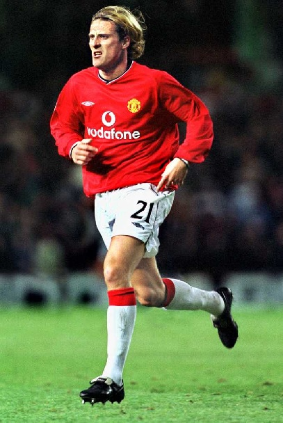 Manchester-United-01-02-UMBRO-first-kit-Diego Forlán.jpg