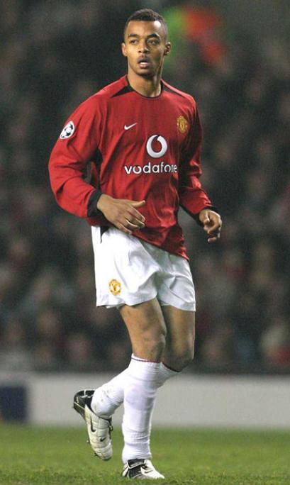 Manchester-United-03-04-NIKE-first-kit-red-white-white-David-Bellion.jpg