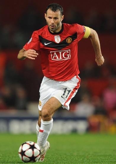 Manchester-United-09-10-NIKE-first-kit-red-white-white-Ryan-Giggs.jpg