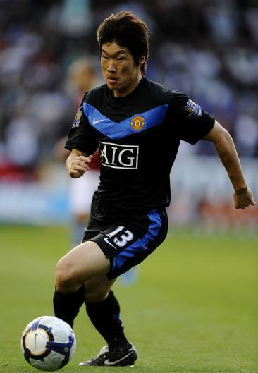 Manchester-United-09-10-NIKE-second-kit-black-black-black-Park-Ji-Sung.jpg