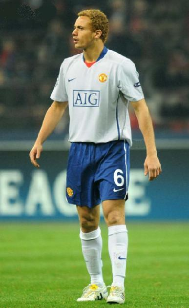 Manchester-United-09-10-NIKE-third-kit-white-blue-white-Wes-Brown.jpg