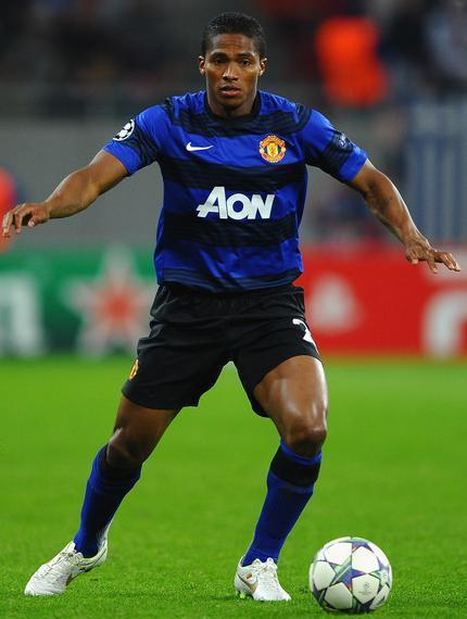 Manchester-United-11-12-NIKE-second-kit-blue-black-blue-Antonio-Valencia.jpg
