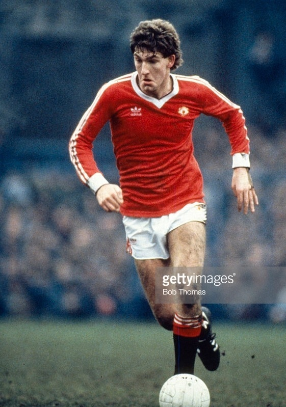 Manchester-United-1982-83-adidas-home-kit-Norman-Whiteside.jpg