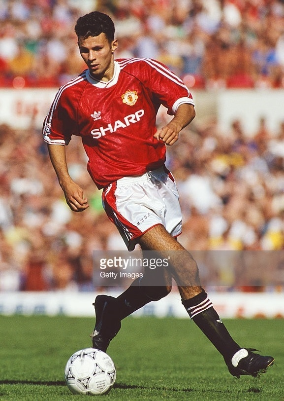 Manchester-United-1991-92-adidas-home-kit-Ryan-Giggs.jpg