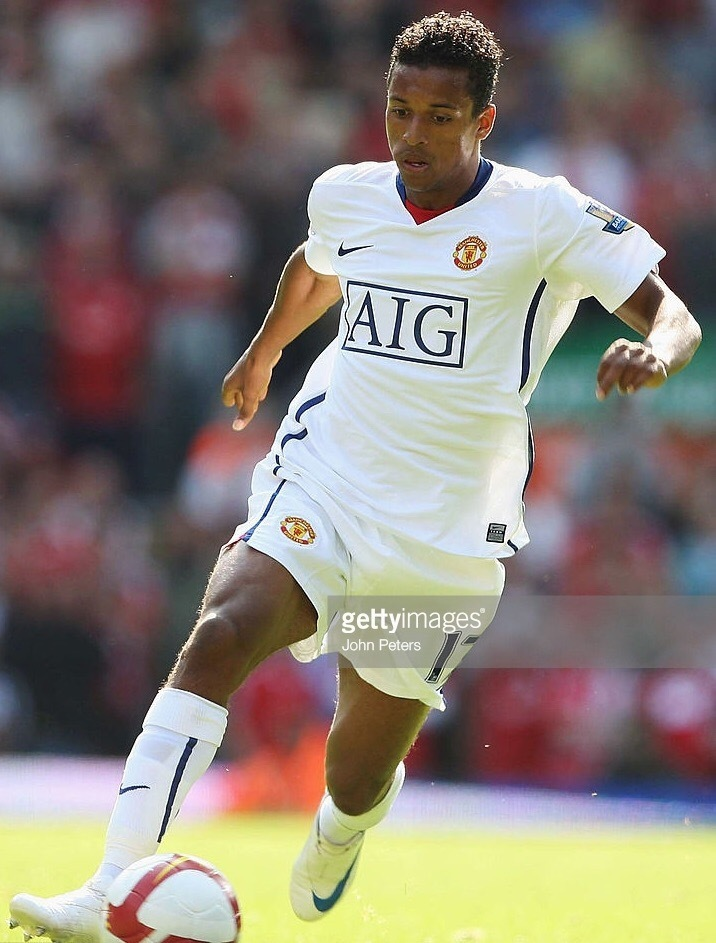 Manchester-United-2008-09-NIKE-away-kit-Nani.jpg