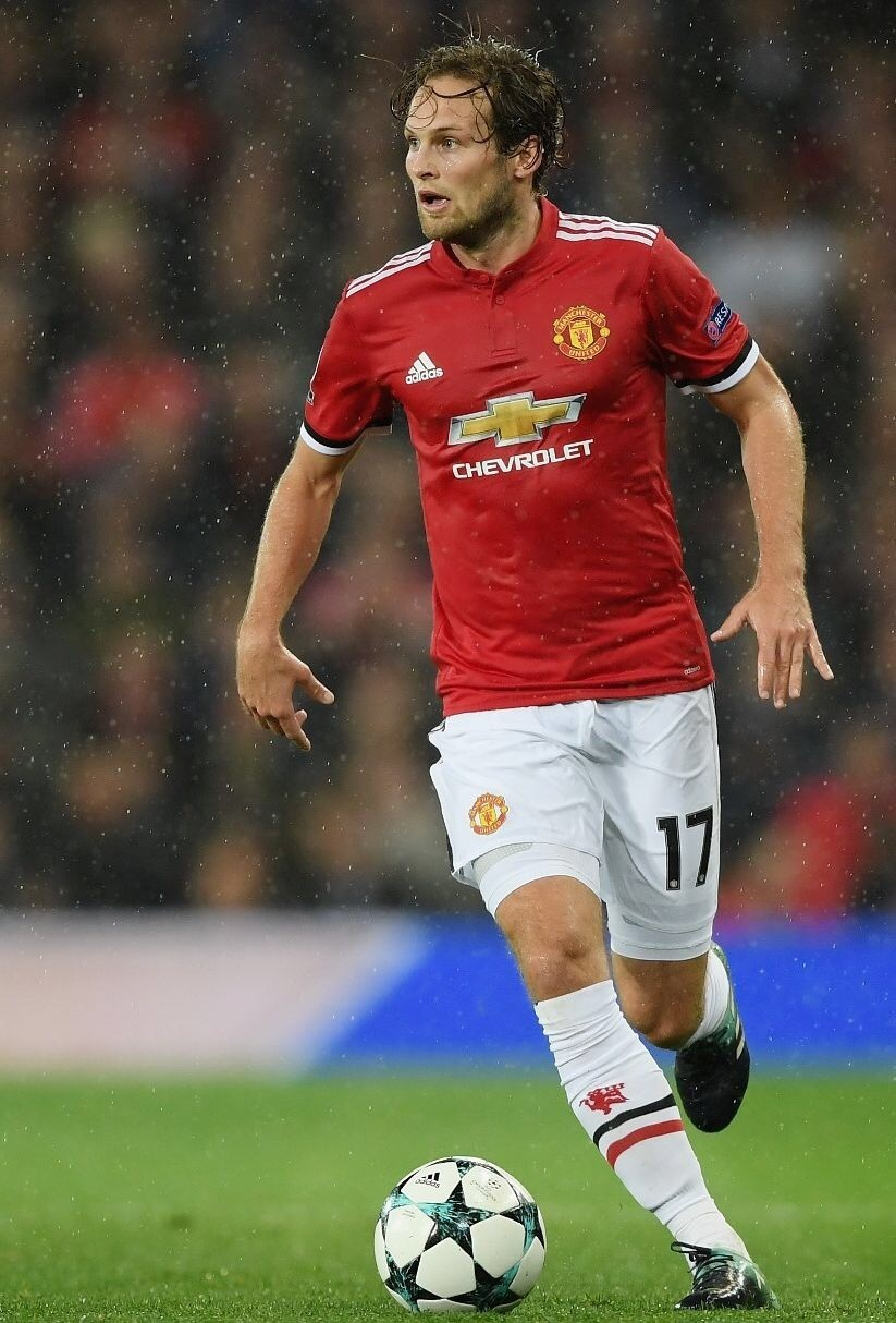 Manchester-United-2017-18-adidas-home-kit-Daley-Blind.jpg