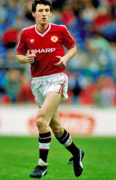 Manchester-United-87-88-adidas-first-kit-red-white-black-Peter-Davenport.jpg