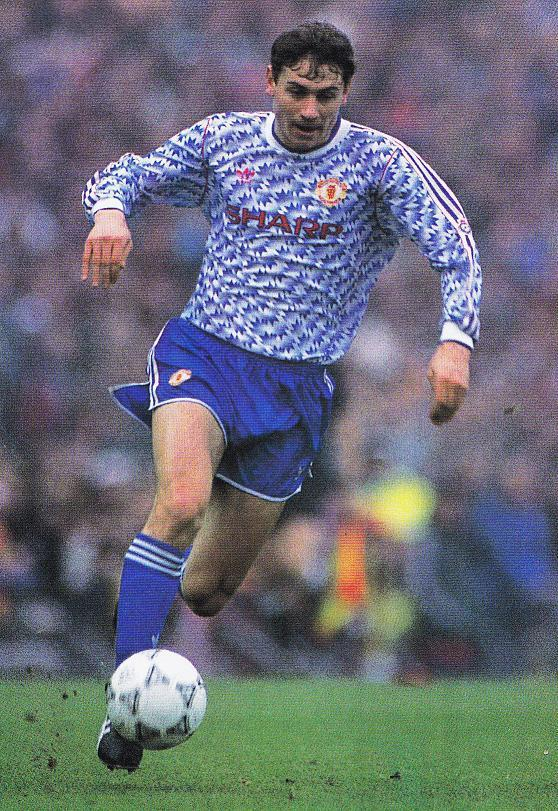 Manchester-United-91-92-adidas-second-kit-red-blue-blue-blue-Andrei-Kanchelskis.jpg