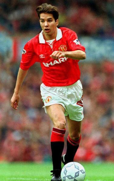 Manchester-United-92-93-UMBRO-first-kit-red-white-black-Darren-Ferguson.jpg