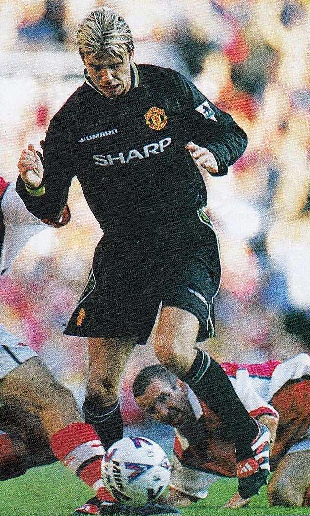 Manchester-United-98-99-UMBRO-third-kit-black-black-black-David-Beckham.jpg